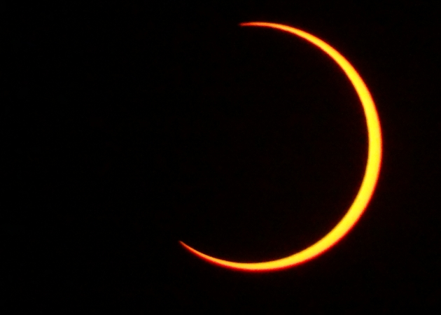 TOURISTS FLOCK AT RUJEWA AND WITNESS SOLAR ECLIPSE..